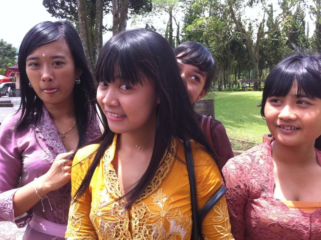 Balinežanke Djevojkama sa ovih prostora je teško odgonetnuti godine, odnosno izgledaju mlađe nego što to jeste.