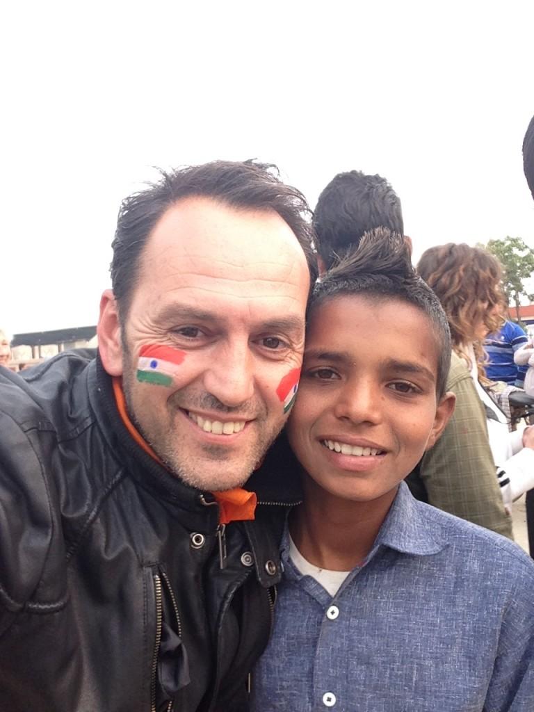 Wagah border. Dječak koji je na mom licu iscrtao zastave Indije