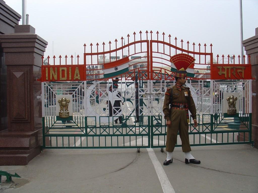 Indijski vojnik ispred kapije prije smjene straže