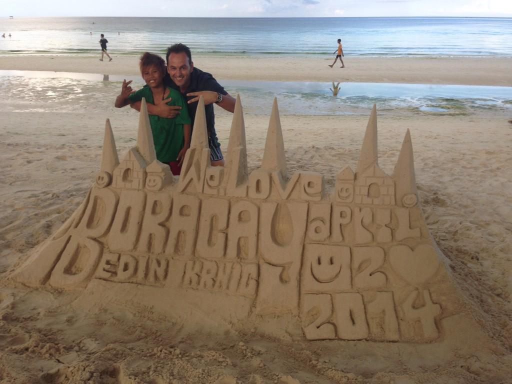 Dvorac od pijeska sa imenom i datumom mog boravka na ovom prelijepom ostrvu