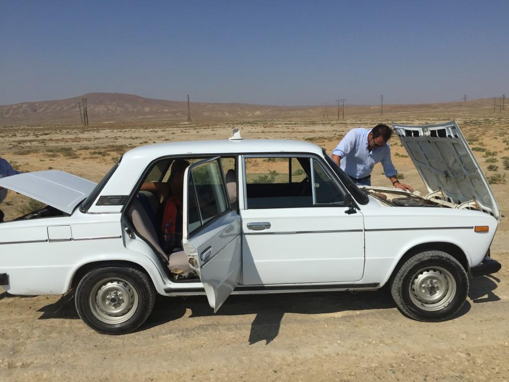 Popravka stare Lade u sred pustinje