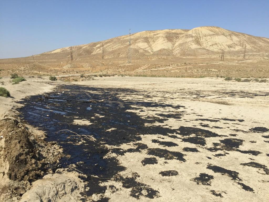 Naftne mrlje u pustinji
