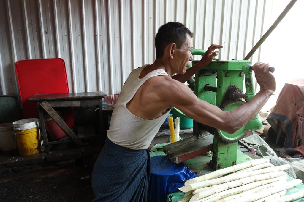 Masina sa kojom se rucno cijedi sok iz secerne trske