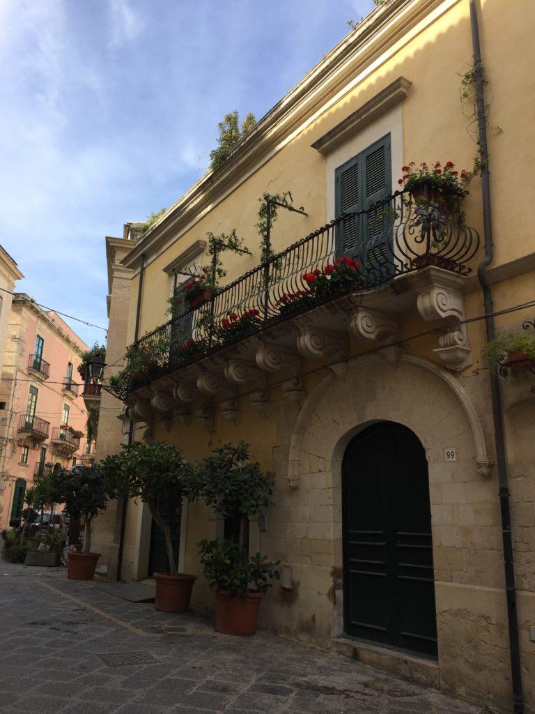 Ukrašene prozore i balkone je moguće vidjeti na svakom koraku